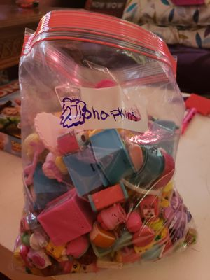 Shopkins and accessories 300 pcs for Sale in Fayetteville, GA