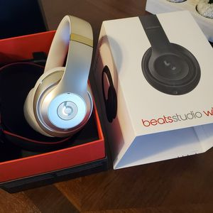 Beats by Dre Studio Wireless (Limited Edition) Gold for Sale in Fresno, CA