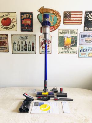 Dyson Cyclone V10 Animal Cordless Vacuum Cleaner - Purple for Sale in Baltimore, MD