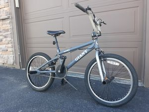 Junior Trick Bike w/ front and back Pegs, GIANT Model G sturdy Bicycle for Sale in Westminster, CO