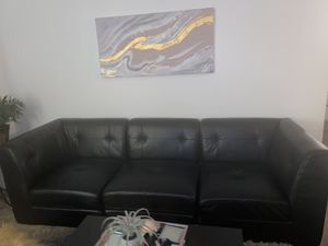 Leather couch for Sale in Beaumont, CA