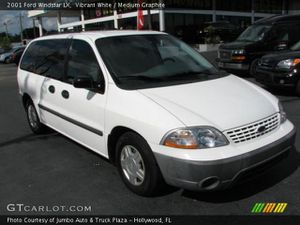 White 2001 ford windstar for Sale in Gig Harbor, WA