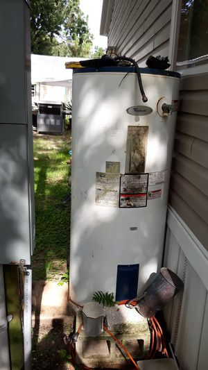 Whirlpool water heater for Sale in Kissimmee, FL