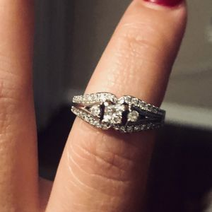 14K White Gold Wedding Ring.. size 8 for Sale in Buffalo Grove, IL