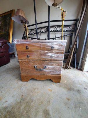 Short dresser/end table for Sale in Lawrenceville, GA