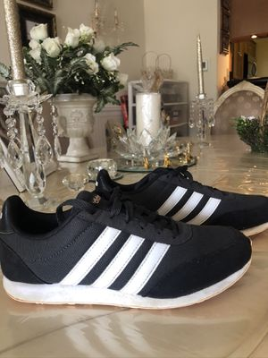 Women's Adidas sneakers. Size 6. for Sale in Maineville, OH