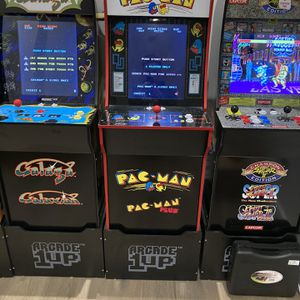 PACMAN 1 UP MACHINE WITH STAND for Sale in Houston, TX
