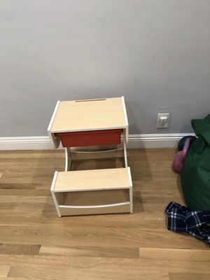 Kids desk. Small child's desk. for Sale in Long Beach, CA