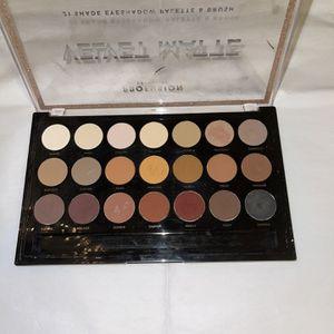 Eyeshadow Palet ! for Sale in Santa Ana, CA