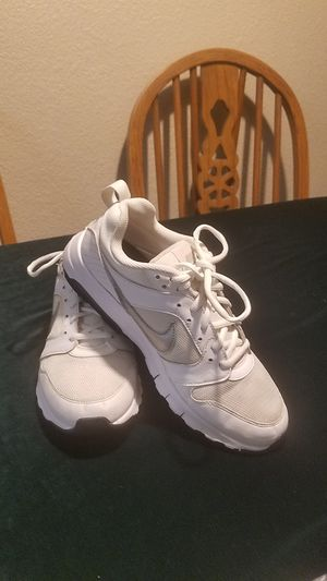 WHITE NIKE AIR RUNNING SHOES SIZE 9.5 for Sale in Fairfield, CA