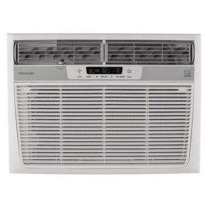 Frigidaire 25k btu A/C window unit ice cold for Sale in Columbus, OH