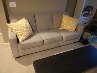 Sleeper Pull Out Bed Couch for Sale in Phoenix,  AZ