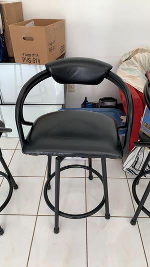 4 Good condition bar stools. One has minor rip. The second one has the small rip. Non smoking home. for Sale in Wesley Chapel, FL