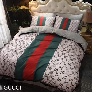 Queen sized duvet set 4pc FAST SHIPPING OR PICKUP TODAY for Sale in Houston, TX