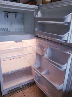 Kenmore refrigerator for Sale in Adelanto, CA