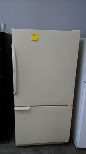 Amana off white refrigerator for Sale in Cleveland, OH