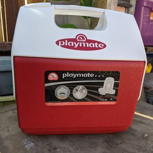 Igloo Playmate Pal Cooler 7 qt. Red for Sale in San Francisco, CA