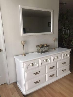 Vanity dresser for Sale in Los Angeles, CA