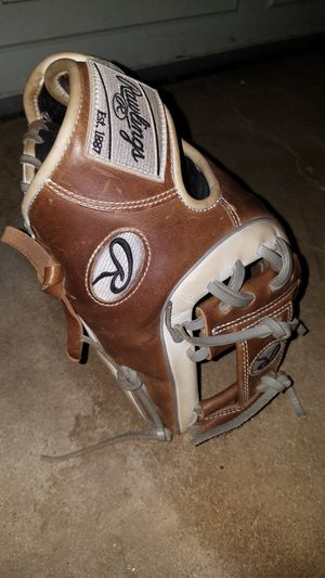 Rawlings heart of the hide baseball glove for Sale in Denton, TX