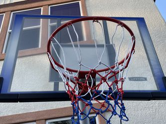 Lifetime adjustable basketball hoop for Sale in Folsom,  CA