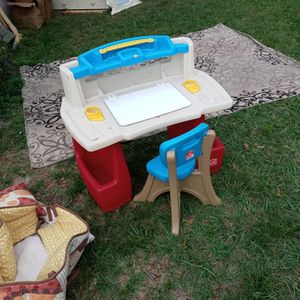 Small Childs Desk for Sale in New Port Richey, FL