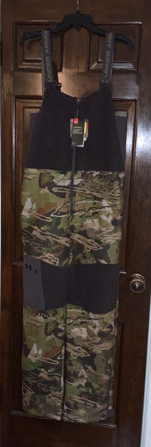 Under Armour youth boys Camo hunting bibs size XL for Sale in Elk Grove Village, IL