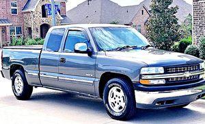 ֆ12OO 4WD CHEVY SILVERADO 4WD for Sale in Mount Rainier, MD