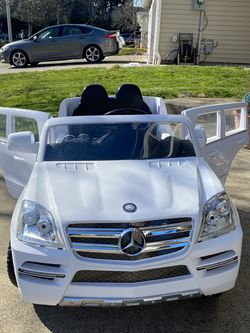 Kids Driveable Mercedes Car for Sale in Vancouver,  WA