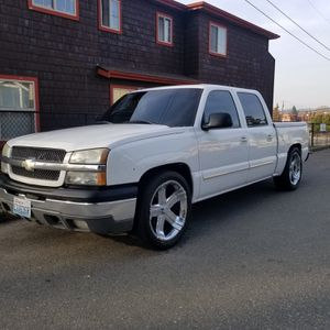 Chevy Silverado 2004 crew cab for Sale in Arlington, WA