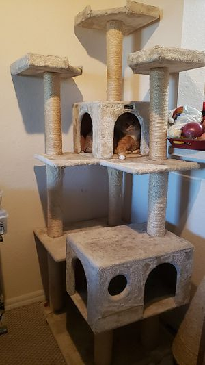 6 ft cat tree for Sale in Fort Lauderdale, FL