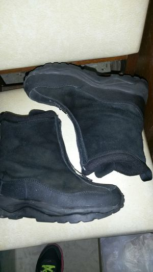 LL bean, 6.5, lined with front zipper for Sale in Tioga, TX