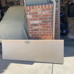Free Counter Top. 6' Long X 25.25 wide for Sale in Thornton,  CO