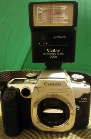 Canon elan ll. Eos. Film camera body and flash for Sale in Aurora, CO