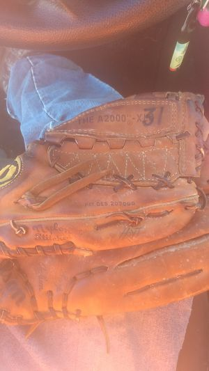 1983 Cy Young winner Dewey Lamar Hoyt pitchers glove...#31 Chicago White Sox with name. for Sale in Gaston, SC