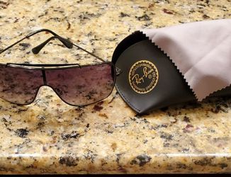 New Ray-Ban Wings 2 Sunglasses Mens for Sale in Fresno,  CA