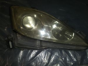 2006 lexus is 250 oem headlight right passenger side for Sale in Beaumont, CA