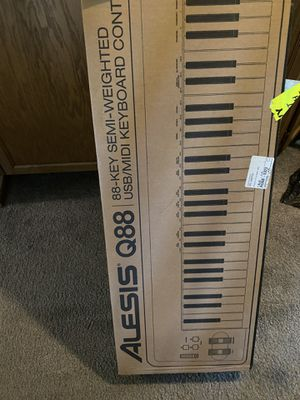 Alesis Q88 88-key semi-weighted USB/MIDI keyboard controller with pedal for Sale in Atherton, CA
