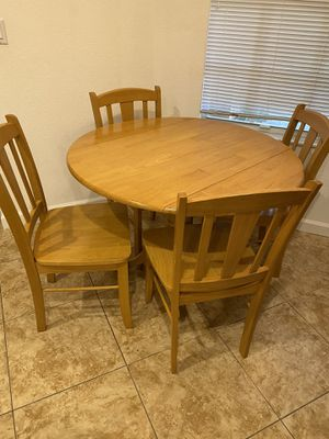 Circle dining kitchen wooden table with four chairs set for Sale in Boynton Beach, FL