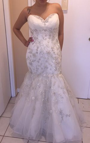 White wedding dress with matching gloves for Sale in Chevy Chase, DC