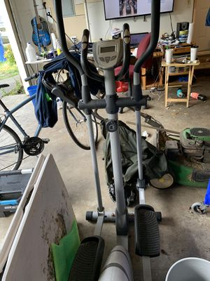 Elliptical trainer capacity 300 ibs for Sale in Tacoma, WA