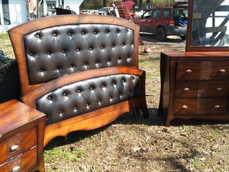 QUEEN bedroom SET for Sale in Benson,  NC