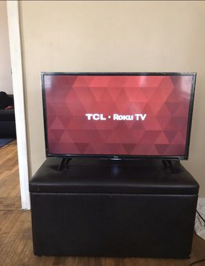 "Tcl 32"" smart roku tv for Sale in Detroit, MI"