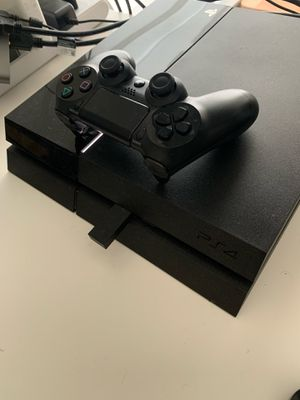 PS4 500GB, one controller, wireless PlayStation headphone, 5 games for Sale in Miami, FL