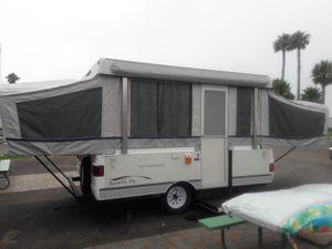 2005 Fleetwood Santa Fe camper Very Clean for Sale in Downey, CA