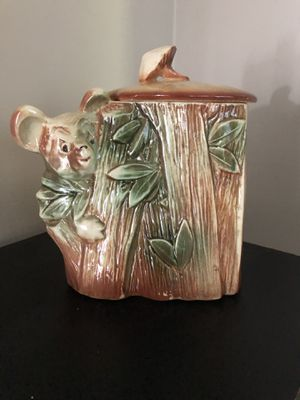 MCCOY bear in tree cookie jar for Sale in Toluca, IL