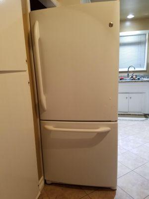 GE Refrigerator for Sale in Tustin, CA