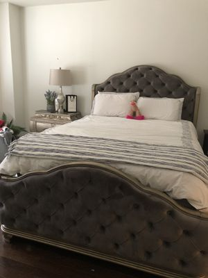 Beautiful Queen size bedroom furniture set for Sale in Queens, NY