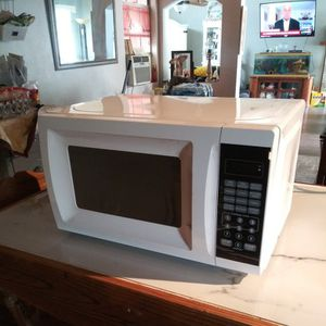 Microwave Hardly Used for Sale in Moreno Valley, CA