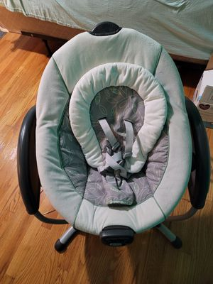 Baby swing (free, pick up only) for Sale in East Haven, CT