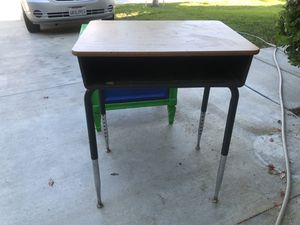 School desk for Sale in Nuevo, CA